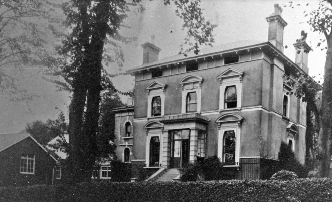 Black and white photograph showing the exterior of Lammas | Courtesy of Chiselhurst Society Ribbons Collection